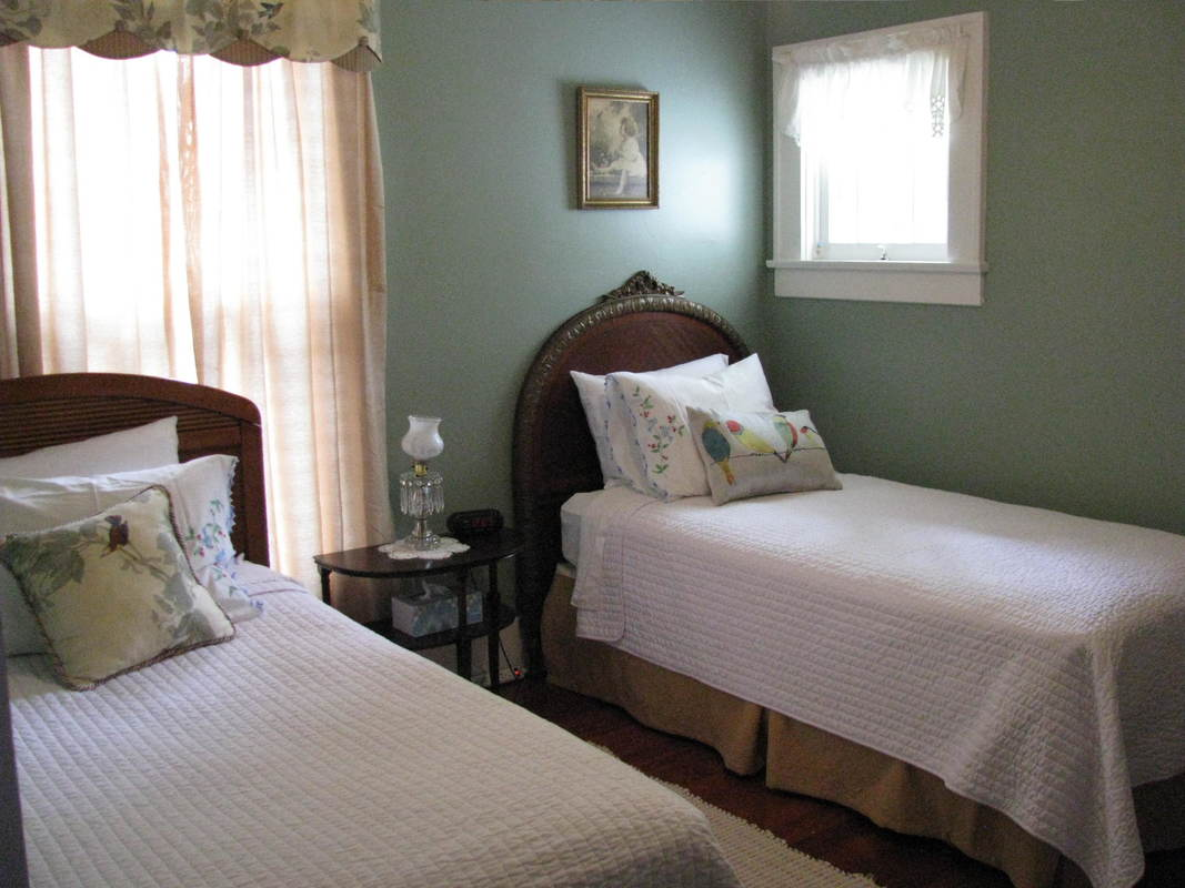 Bobbi's Bungalow guest room